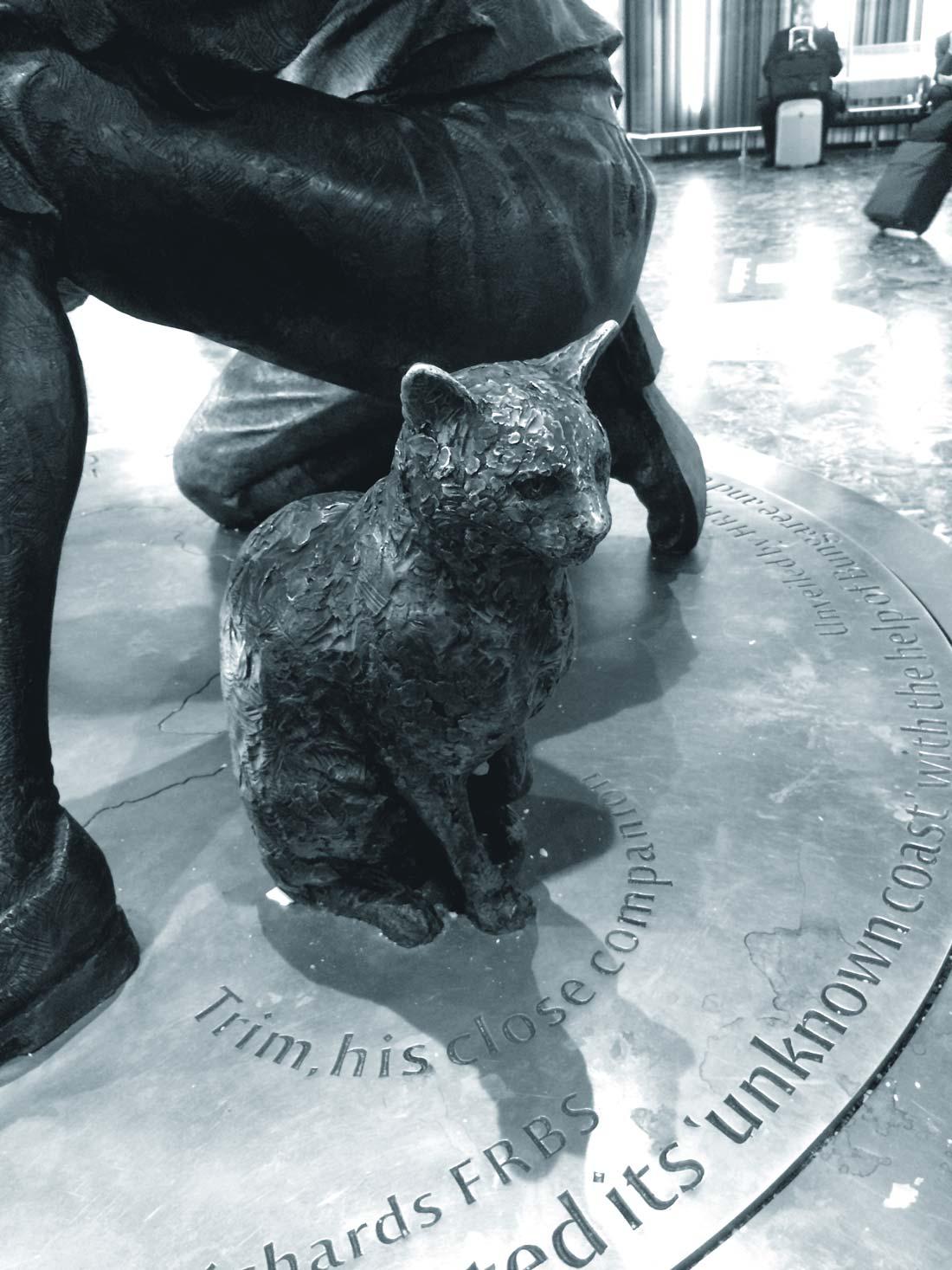 A bronze statue of Trim, a faithful and bold seafaring feline